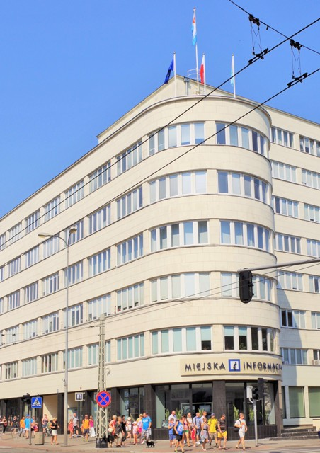 Modernistic architecture in Gdynia. Guided tours of Gdynia – Hit The Road Travel