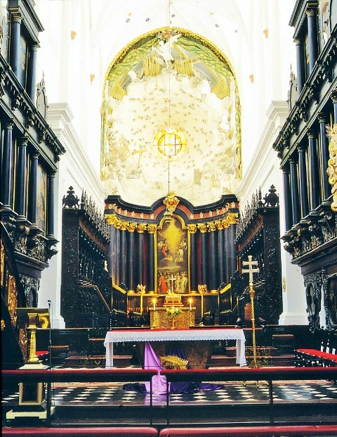 Michal Antoni Hacki's altar in Oliwa Cathedral. Gdansk tours by a nostalgic tram – Hit The Road Travel
