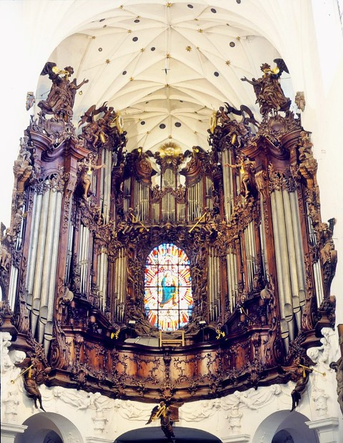 The pipe organ in Oliwa Cathedral. Gdansk tours by a nostalgic tram – Hit The Road Travel