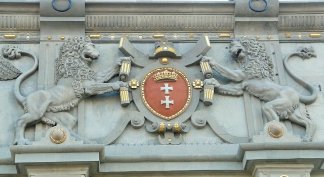 The coat of arms of Gdansk on the facade of the Upland Gate. Military tours – Hit The Road Travel