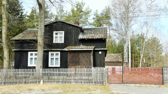 Wooden architecture in Kasparus. Bike tours – Hit The Road Travel