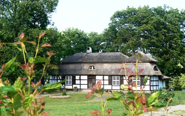 Manor house in Salino, Poland. Group tour package – Hit The Road Travel