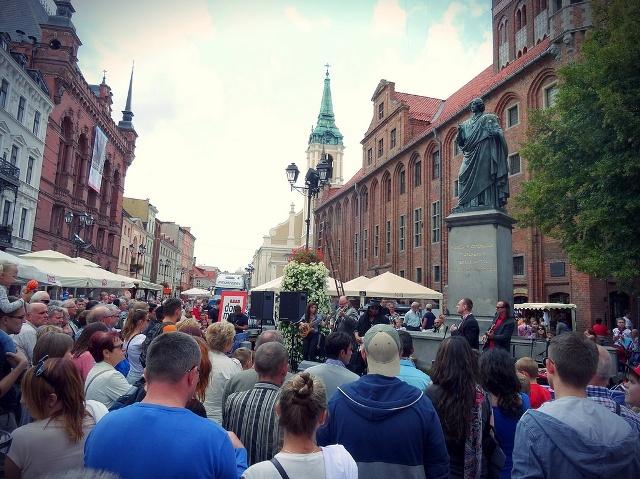Nicolaus Copernicus monument in Torun. Tour of Poland – Hit The Road Travel