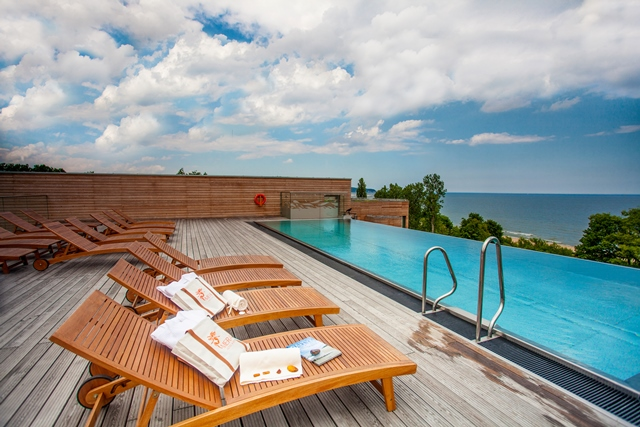 Luxury spa hotel by the beach in Sopot. Group travel tour – Hit The Road Travel