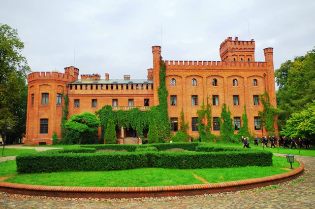 Castle in Rzucewo. Group tour package – Hit The Road Travel