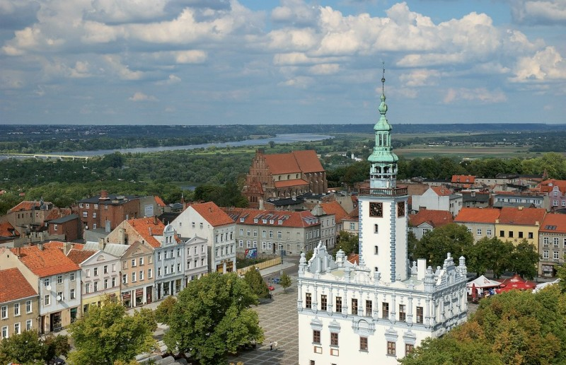 Market Square and renaissance City Hall in Chelmno. Group tours to Poland – Hit The Road Travel