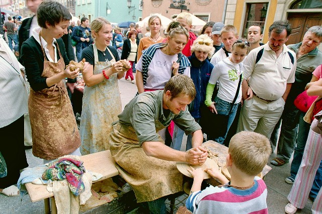 Gdansk, Dluga Street - pottery wokshops. Tour for kids in Gdansk, school trips to Poland – Hit The Road Travel