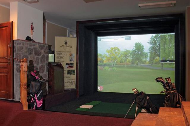 Golf simulator Full Swing. Golf Poland – Hit The Road Travel