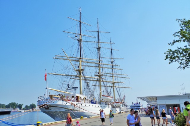 Dar Pomorza, Gdynia. Tour for kids in Gdansk, school trips to Poland – Hit The Road Travel