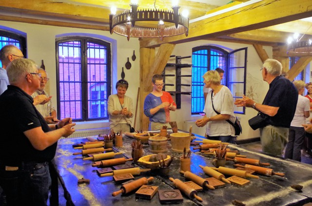 Torun gingerbread baking workshops. Package tour – Nicolaus Copernicus tour of Poland – Hit The Road Travel