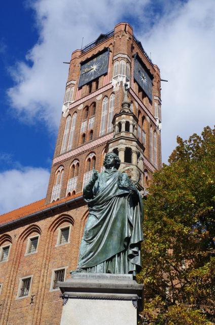 Toruń, pomnik Kopernika i ratusz