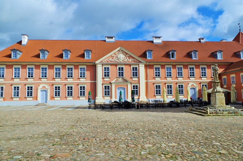 Courtyard of the castle in Lidzbark Warminski, the bishops palace. Package tour – Nicolaus Copernicus tour of Poland – Hit The Road Travel