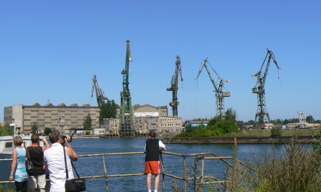 Gdansk Shipyard. Street art tour – Hit The Road Travel