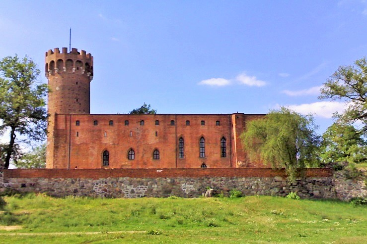 Ruins of the castle in Swiecie. Group tours to Poland – Hit The Road Travel