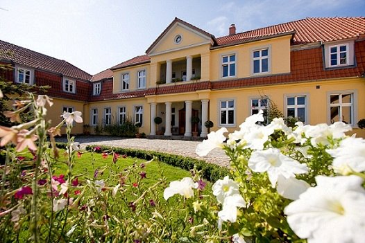 Three Oaks Palace in Prusewo. Group tour package – Hit The Road Travel