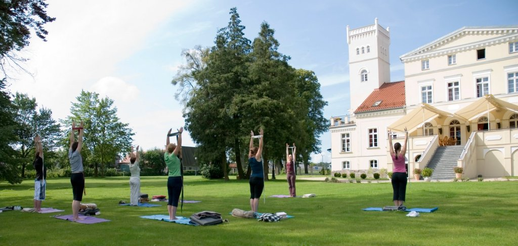 Yoga in front of the palace. Spa weekend in Poland – Hit The Road Travel