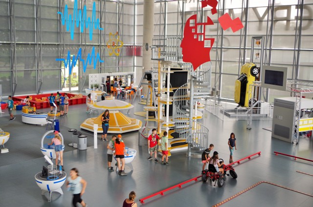Experiment in Gdynia - science centre. Tour for kids in Gdansk, school trips to Poland – Hit The Road Travel