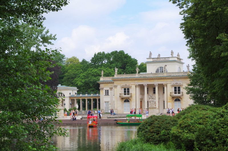 The Palace on the Water in the Lazienki Park. Warsaw tour – Hit The Road Travel