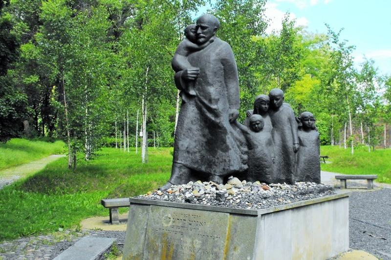 Janusza Korczaka Statue The Warsaw Jewish Cemetery. Warsaw tour – Hit The Road Travel