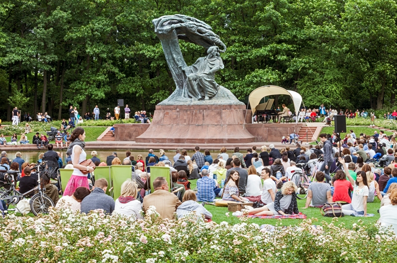The Chopin Statue in the Lazienki Park. Warsaw tour – Hit The Road Travel