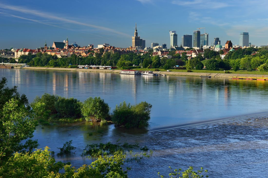 Panorama of Warsaw from the Vistula Rver. Warsaw tour – Hit The Road Travel