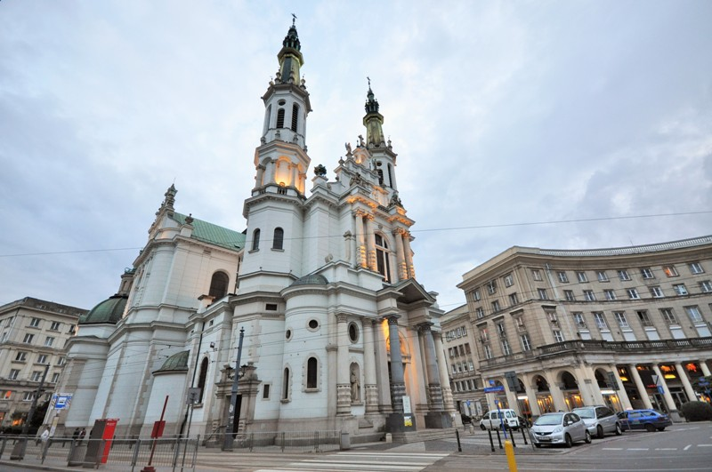 Zbawiciela Square in Warsaw. Warsaw Tour - Hit The Road Travel
