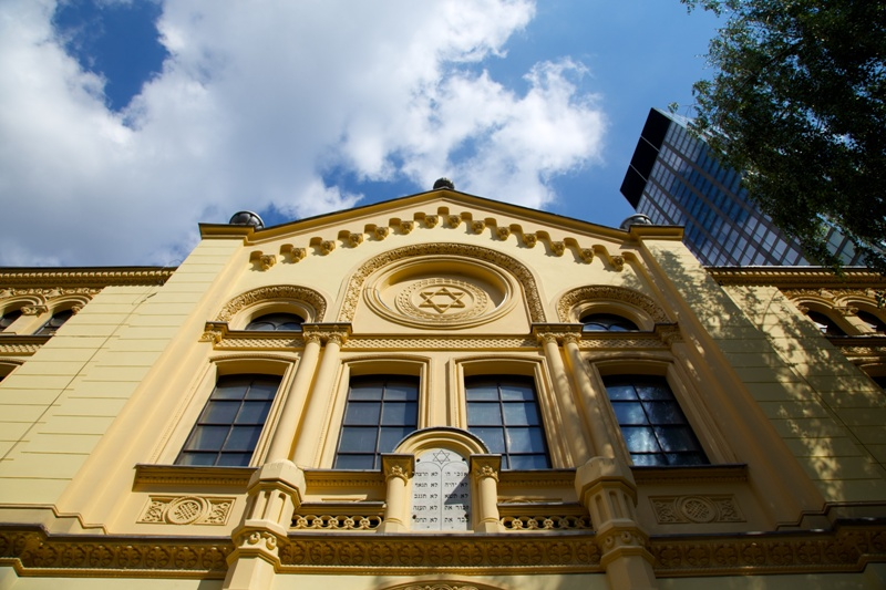 The Family Nozyk Synagogue. Warsaw tour – Hit The Road Travel
